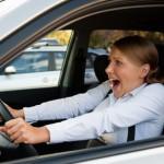 Как остановить автомобиль с заклинившей педалью тормоза